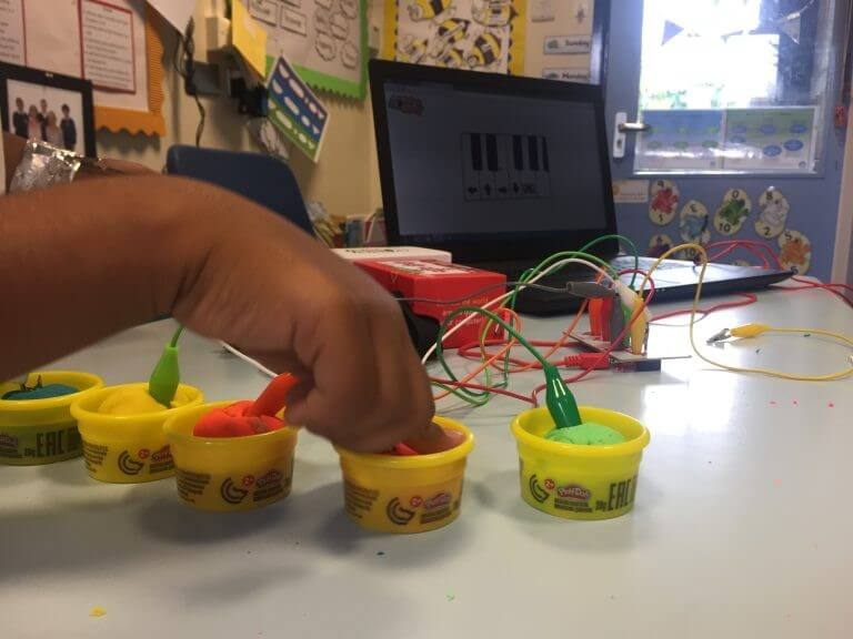 Makey Makey - Playdough Ball